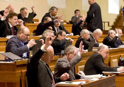 Чешские сенаторы за работой