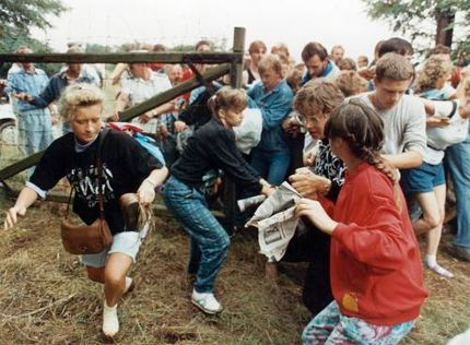 19 августа 1989 года венгры на три часа открыли границу с Австрией, благодаря чему 600 немцев из Восточной Германии бежали на Запад